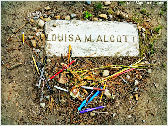 Cementerio de Sleepy Hollow en Concord: Tumba de Louisa May Alcott