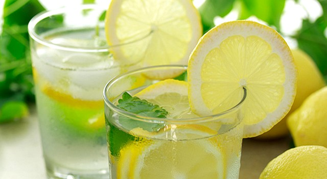 10 Manfaat Minum Air Lemon Hangat di Pagi Hari Untuk Kesehatan