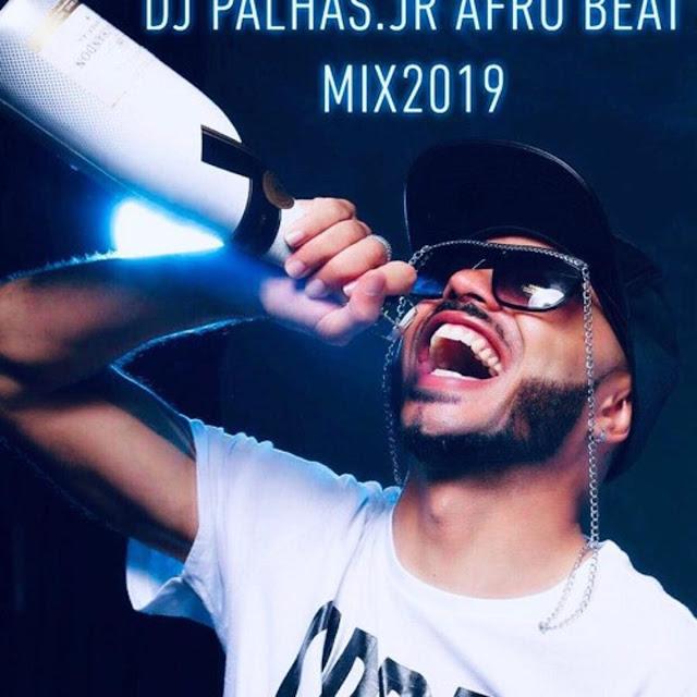 http://www.mediafire.com/file/pghmr3vh6b29uxd/Dj+Palhas+Jr+-+Mix+Afro+House+2019+Vol.1.mp3