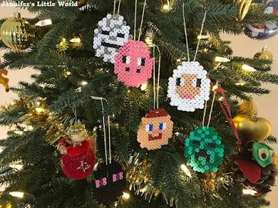 Minecraft Christmas decorations on the tree