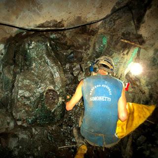 Extração de Geodo de Ametista, na Mina Dutra