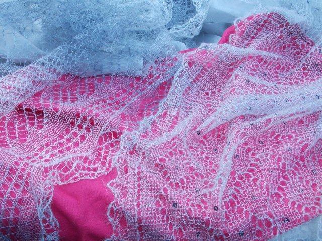 Gebreidesjaals grijze shawls grijs een kleur die overal bij past gebreidesjaals heeft grote - Kleur die past bij de grijze ...