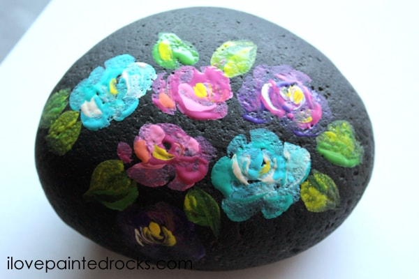 how to paint flowers on rocks