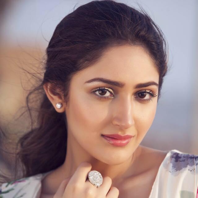 Sayyeshaa Saigal hot, instagram, facebook, mother, in kapil sharma show, movies list, wiki, biography