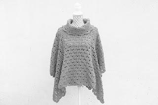 Imagen Poncho de color gris crochet