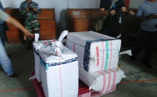 download - Pengiriman 5 Pucuk Senpi dan 21 Pistol Sofgun Milik BNN Terekam X-Ray Bandara Bengkulu