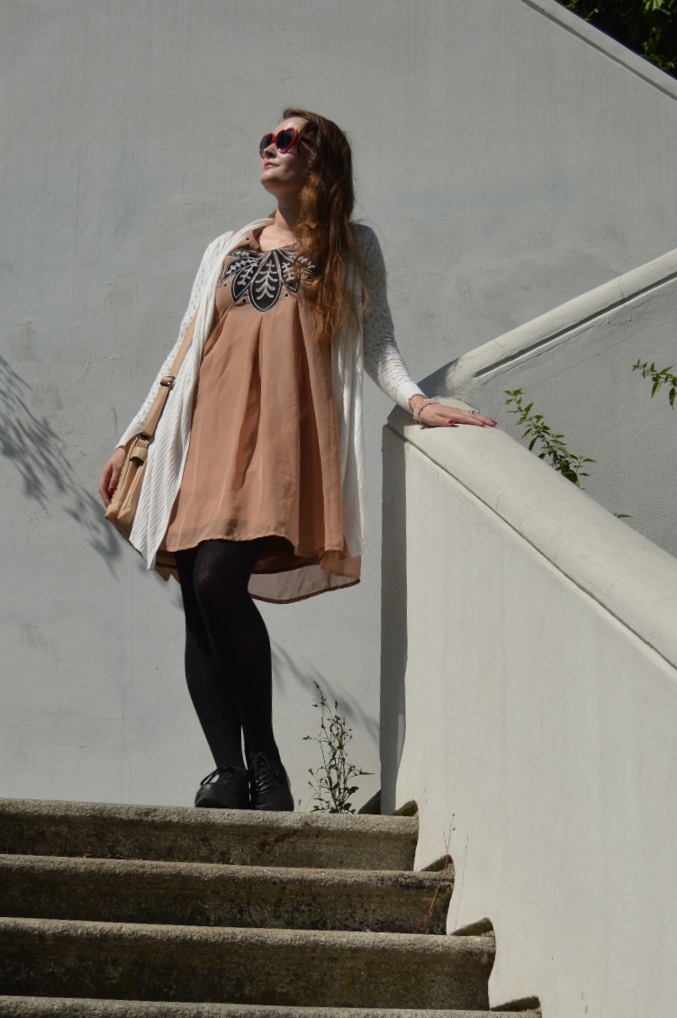 ootd, outfit, quaintrelle, georgiana, quaint, nude dress, embroidery, art nouveau, secondhand, vintage, paris, stairs, fashion, blog