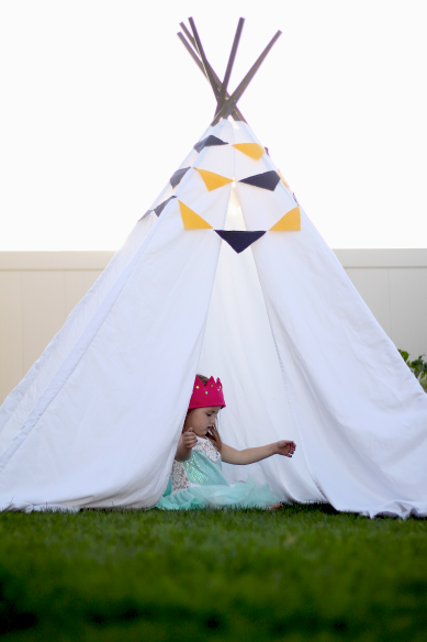 Do It Yourself Divas Diy Teepee Out Of White Sheets