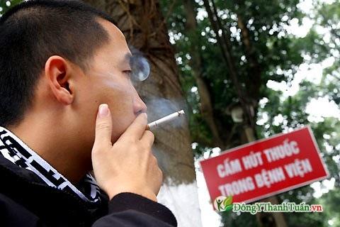 Nguyên nhân gây nóng trong người do hút thuốc