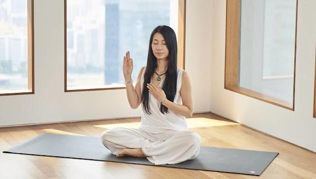 Giải quyết nổi đau qua Yoga thiền như thế nào ?
