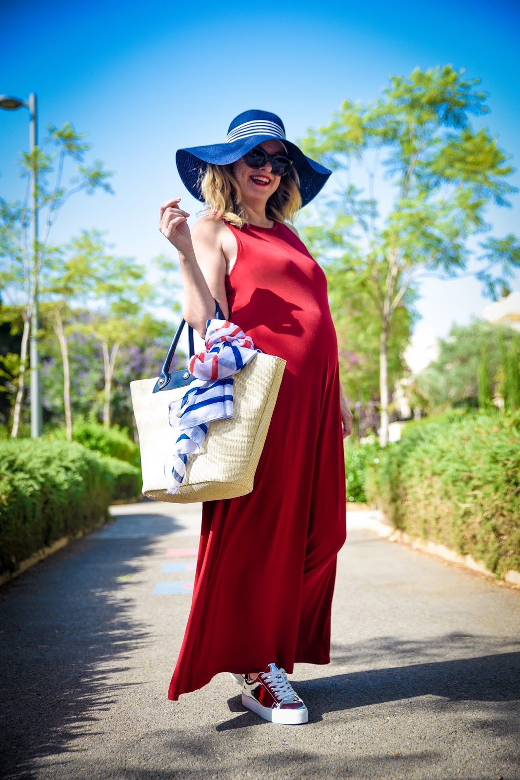 שמלה אדומה, כובע, תיק, נעליים ואביזרים של קסטרו - totall look by castro