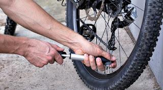 Una rueda baja es muy fácil que pinche