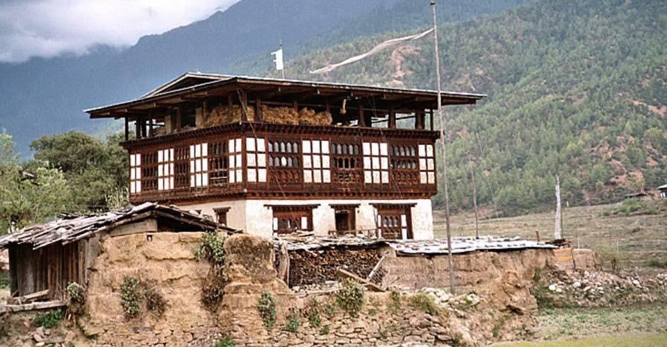 Phub Dorji Wang: Lhadar/Tsendar a must flag on top of your