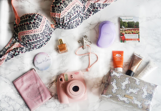 Travel | Essentials for Travelling + Tips on how to pack for a flight!
