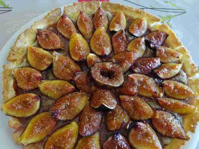 pâtisserie dessert tarte aux figues et aux noix