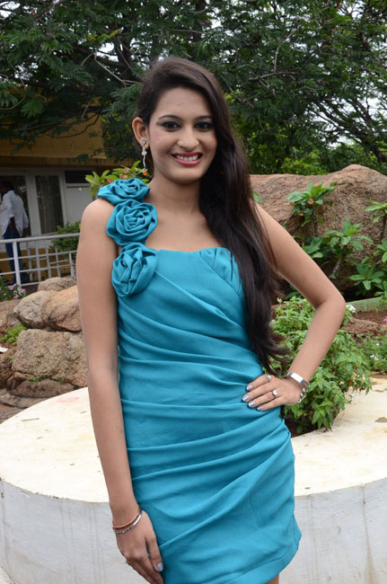Stylish Swetha latest pics