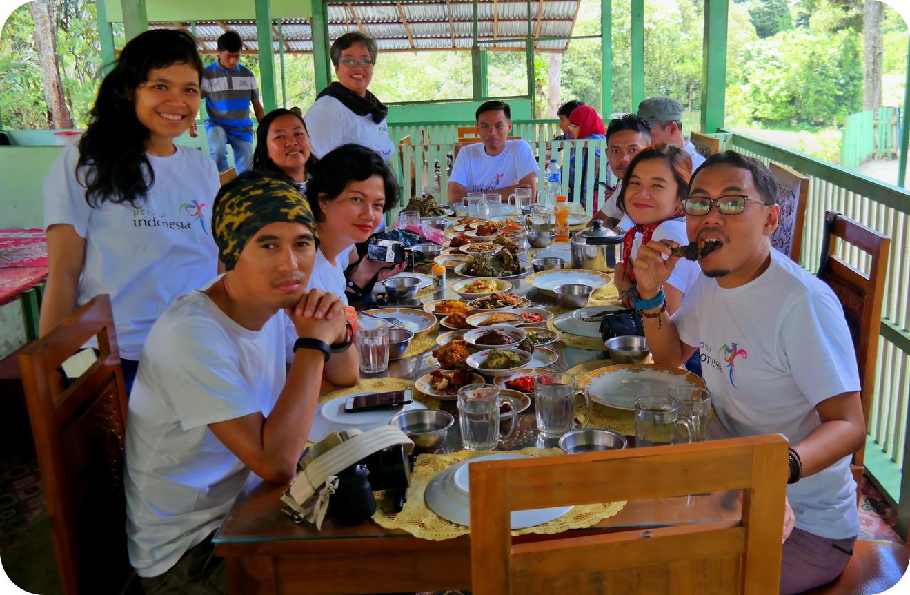 Blog Indonesia Page 4059 Of 4065 Tcash Vaganza 28 Sambal Bawang Bu Rudy Khas Surabaya Makan Rame Rombongan Famtrip Kemenpar Pesonasumbar Pesonaminang