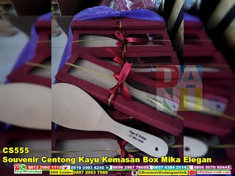 jual Souvenir Centong Kayu Kemasan Box Mika Elegan