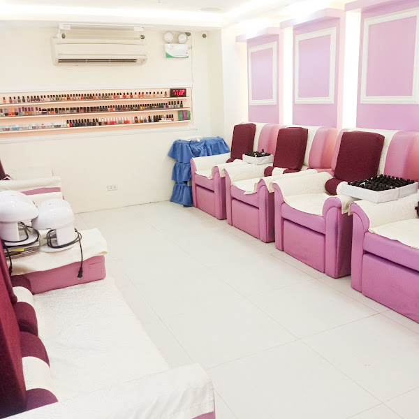 Pamper Time: Nail Extension at I Do Nails McKinley Hill