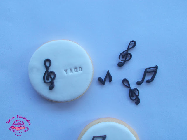 Galletas musicales: trucos para usar moldes de silicona para fondant.