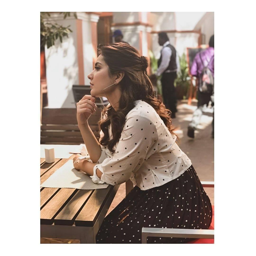 South Indian Glamorous Girl Rashi Khanna Photoshoot