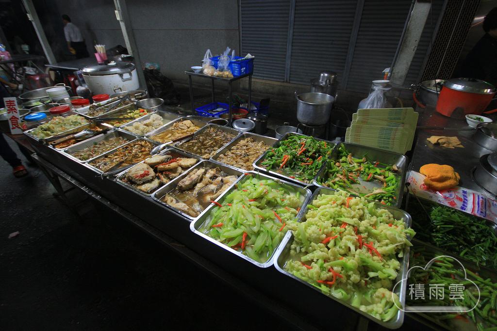 台南新營漁市對面深夜無名飯桌