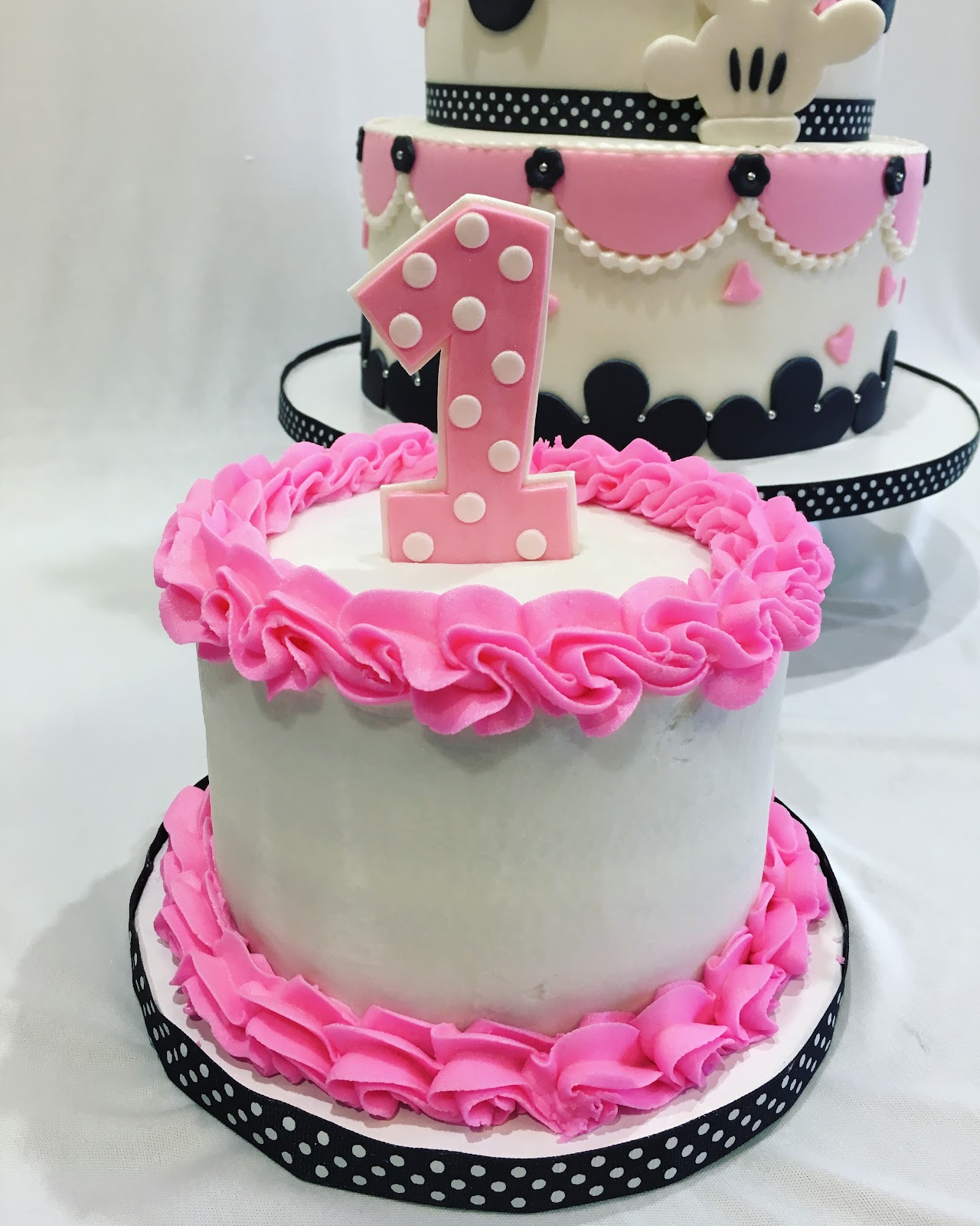 MyMoniCakes: Minnie Mouse cake with Minnie sculpture