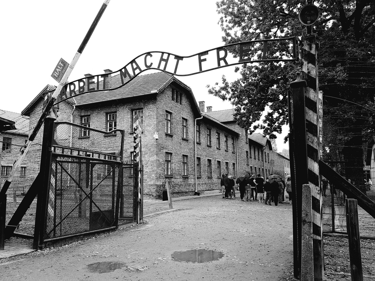 Topic auschwitz concentration camp