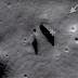 Astrônomos descobrem algo inédito na Lua acredita-se que a construção pode ser a entrada, criada por extraterrestres, para túneis subterrâneos.