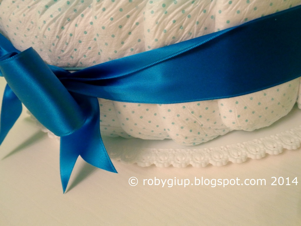 The topper is realized with tulle and organdi ribbons following this  tutorial 992c4eeb9f31