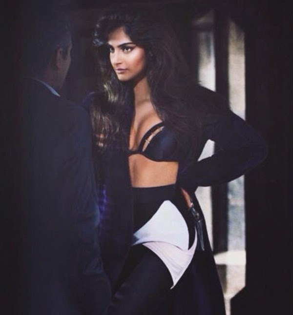 http://www.funmag.org/bollywood-mag/sonam-kapoor-photoshoot-for-vogue-magazine-september-2014/