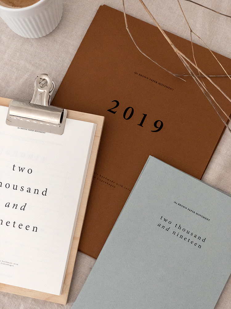 Simple calendars by The Brown Paper Movement made of textured paper, handmade minimalist calendars, kraft paper calendars, 2019 calendars. Photos by Eleni Psyllaki for My Paradissi