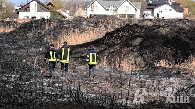 На Обухівщині гасили палаючі торф'яники