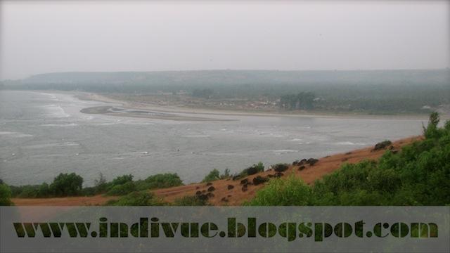 Morjim Beach, Goa, Intia; näkymä Fort Chaporasta