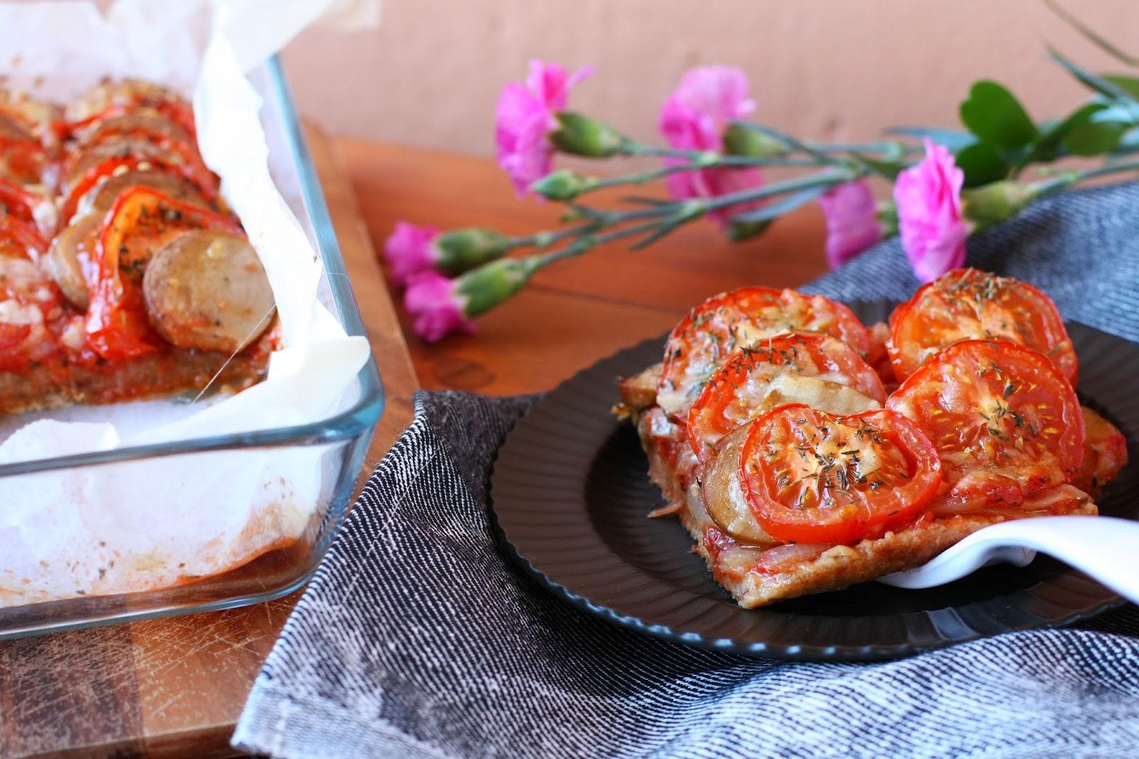 tomaatti-makkarapiirakka Snellman All Natural makkara grillimakkara piirakka leivonta mallaspulla tomaatti