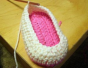 BUNNY SLIPPERS CROCHET PATTERN – Crochet Patterns  |Baby Bunny House Slipper Crochet Pattern