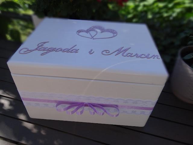 Zaproszenia, kufer ślubny, pudełko na obrączki i podziękowania dla gości
