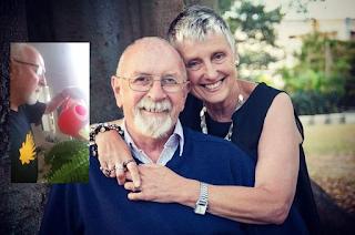 Ζήτησε απ' τον άντρα της να ποτίζει τα λουλούδια μετά το θάνατό της. χρόνια μετά, αυτός δεν φαντάζεστε τι ανακάλυψε!
