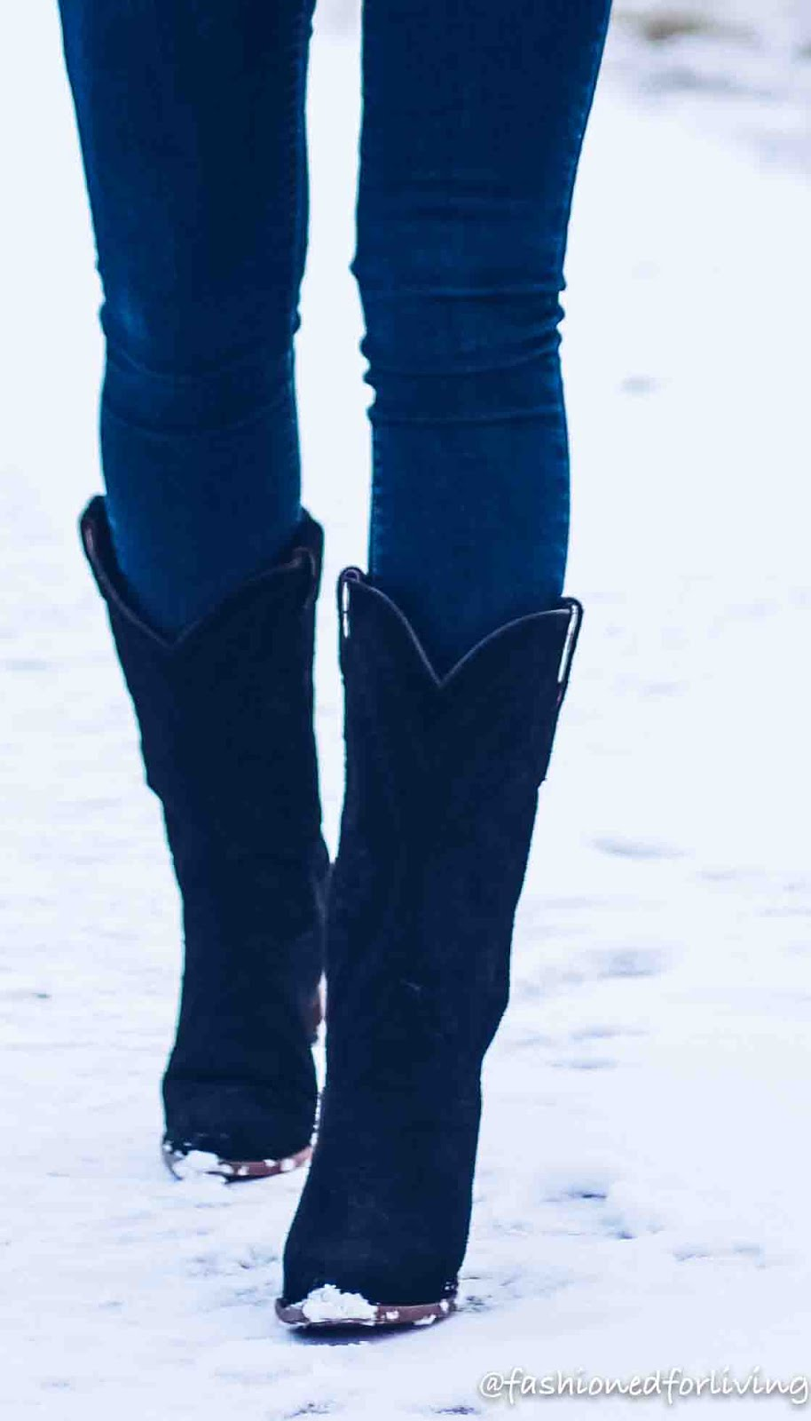 womens black cowboy boots outfit