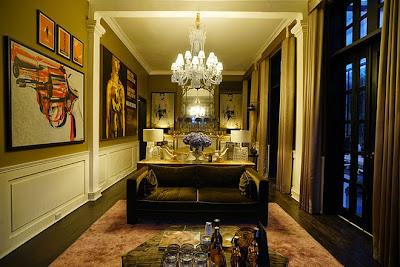 Phòng khách treo những bức hoạ đồ ấn tượng