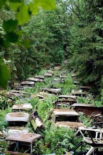 Kerana trafik jam kereta2 ditinggalkan di Ardennes, Belgium selepas Perang Dunia ke-2