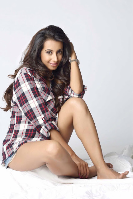 Actress Sanjjanaa Archana Galrani Latest Cute Hot White Mini Skirt Dress Spicy Thighs Show Photoshoot Gallery