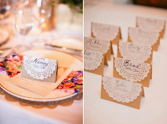 Meseros caseros con el nombre de los invitados para boda