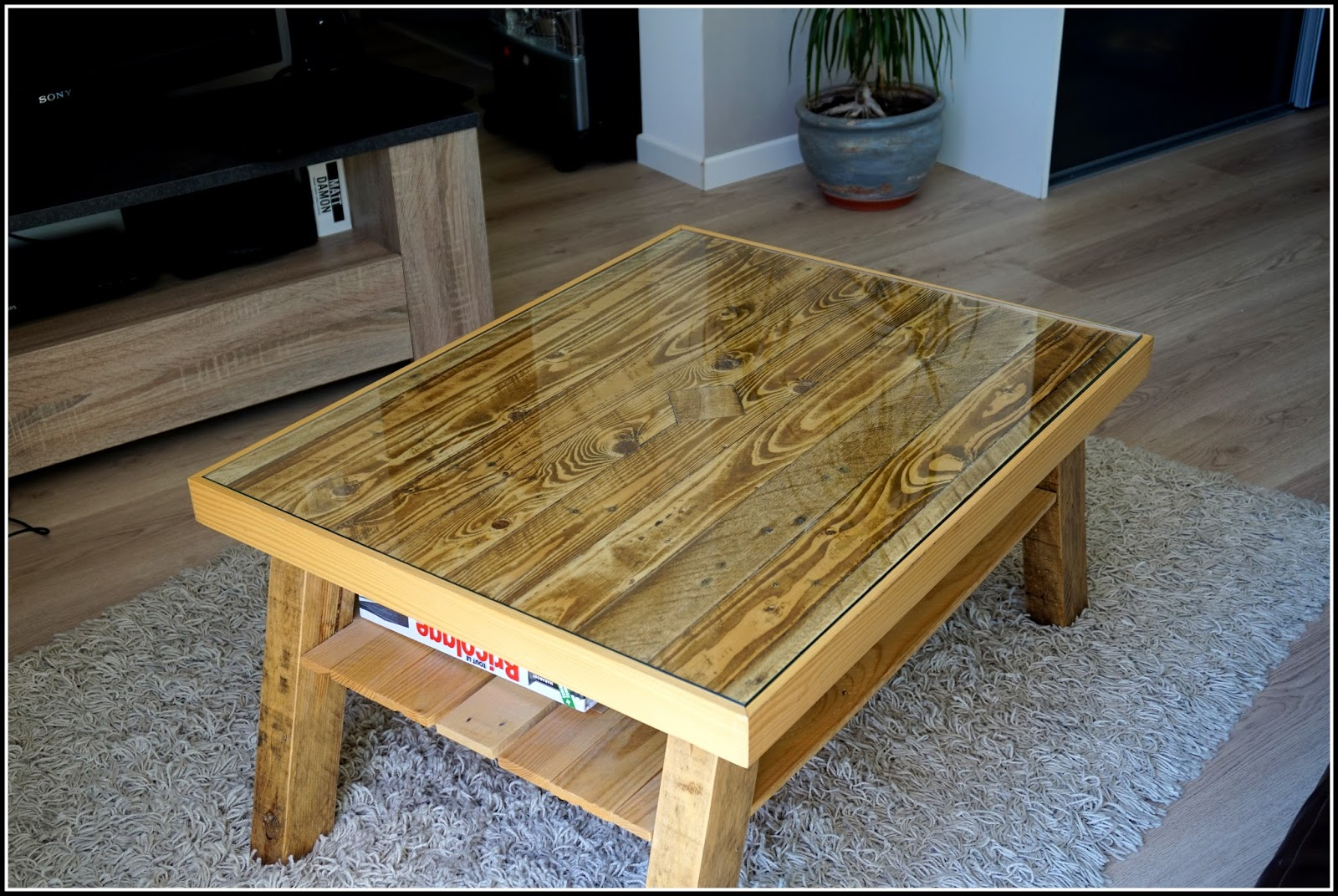 Comment faire une table basse en palette - Comment patiner une table basse en bois ...