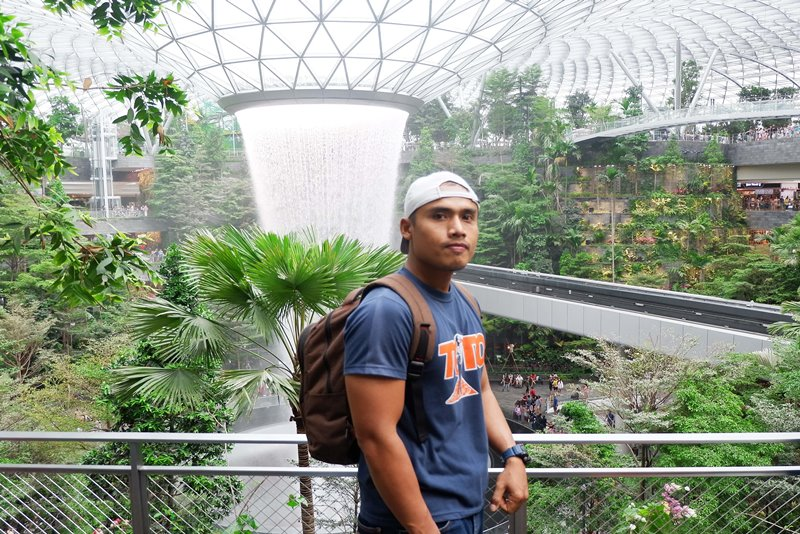 Jalan-Jalan ke Jewel Changi Airport, Air Terjun Indoor Terbesar di Dunia, foto jewel changi airport