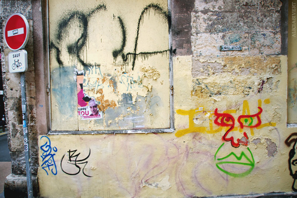 aliciasivert, alicia sivertsson, rouen, france, house, wall, paint, painting, painted, doodle, scribble, fasade, frankrike, hus, klotter, fasad