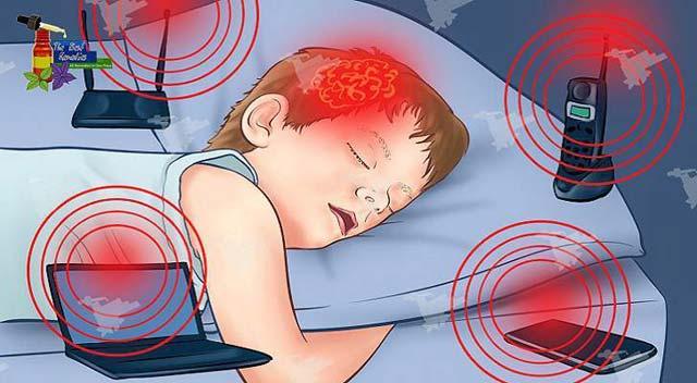 Hampir semua orang saat ini memiliki wi-fi sebagai kebutuhan. Namun tahukah dibalik kebutuhan itu ada bahaya mengancam jiwa anak anda. Sebab, ada kesimpulan yang menyebutkan bahwa wi-fi dapat merusak kesehatan terutama pada anak-anak.