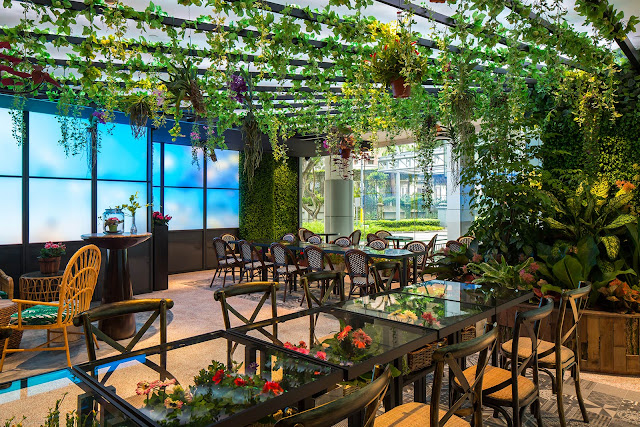 Sekurangnya ada 20 teknologi pencahayaan yang diterapkan dalam restoran ini (picnicsg.com)