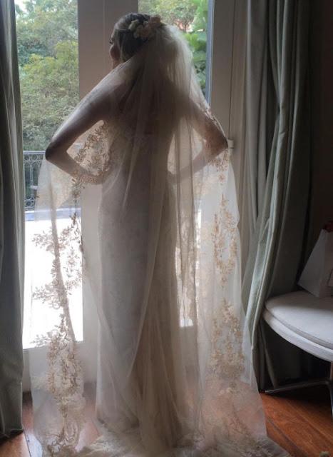 Helena Bordon it girl, da Vogue, casamento igreja, vestido Valentino, mantilha Sandro Barros