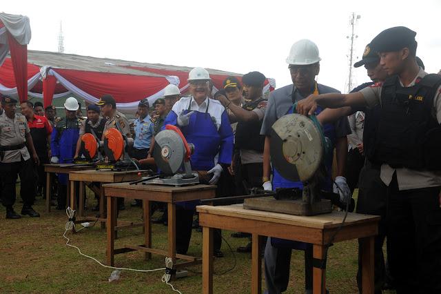 Gubernur Alex Noerdin Musnahkan Hasil Operasi Ramadniya Musi 2017